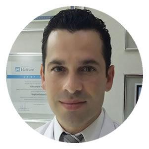 Alexandro Voltoline Destista em Blumenau Especialista em Implantes Dentários